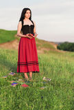 有书的美丽的女孩 免版税库存照片