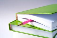 有书的铅笔在白色背景 免版税库存照片