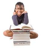 有书的年轻亚裔女孩v 库存照片