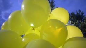 有二极管光的黄色气球 股票录像