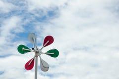 有云彩天空的小风轮机 库存图片