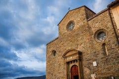 有云彩的科尔托纳大教堂 库存图片