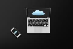 有云彩象和智能手机的便携式计算机 免版税库存照片