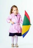 有五颜六色的伞的逗人喜爱的小女孩 免版税库存照片