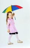 有五颜六色的伞的逗人喜爱的小女孩 库存照片