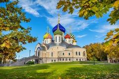 有五颜六色的圆顶的寺庙在Peredelkino 图库摄影