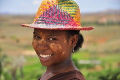 有五颜六色的帽子的妇女 免版税库存照片