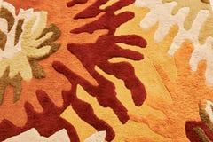 有五颜六色的样式的地毯在红色,黄色,灰棕色和褐色 库存图片