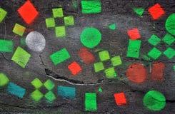 有五颜六色的正方形的混凝土墙 免版税库存图片