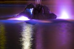 有五颜六色的照明的喷泉在晚上 乌克兰 图库摄影