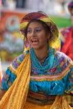 有五颜六色的礼服的女性舞蹈家在厄瓜多尔 免版税图库摄影