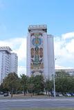 有五颜六色的马赛克门面的寓所 免版税库存图片