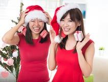 有亚裔的朋友乐趣圣诞节 库存图片
