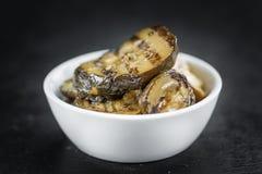有些开胃小菜烤了在一块黑暗的板岩平板的夏南瓜 免版税库存图片