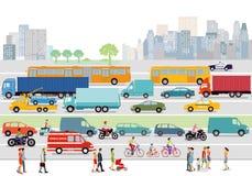 有交通和步行者的城市街道 免版税库存照片