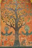 有亭子的美丽的树马赛克的外墙Xieng皮带寺庙的在琅勃拉邦,老挝 免版税图库摄影