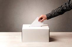 有人决定票的投票箱 免版税库存照片