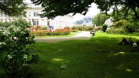 有人放松的一个平安的庭院 免版税图库摄影
