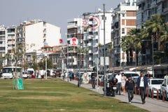 有人的散步在伊兹密尔,土耳其 库存照片