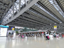 有人的机场终端 免版税库存照片