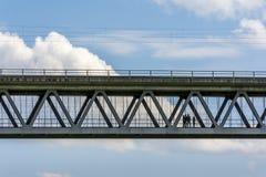 有人的桥梁 库存照片
