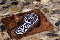 有人脚的反射, a的元素的陶瓷砖 库存照片