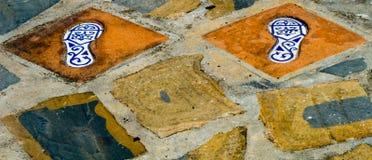 有人脚的反射, a的元素的陶瓷砖 免版税图库摄影