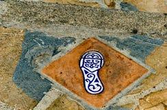 有人脚的反射, a的元素的陶瓷砖 库存图片
