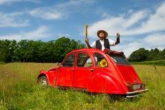 有他典型的红色汽车的法国人 免版税库存照片