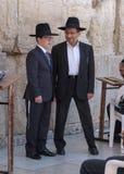 有他的父亲的犹太男孩 免版税库存照片