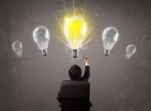 有企业的人想法电灯泡概念 库存图片