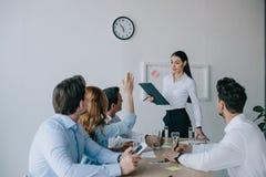 有企业的工友训练在工作场所的事务 免版税库存图片