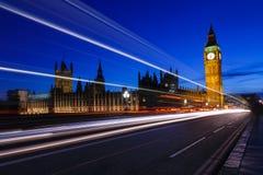 有伊丽莎白塔的在晚上,大本钟英国威斯敏斯特宫 免版税库存图片