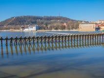 有伏尔塔瓦河河的布拉格全景 图库摄影