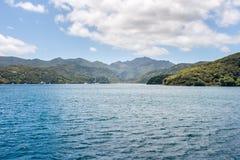 有休息在港口的游艇的海岛 图库摄影