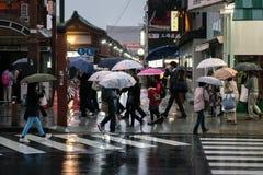 有伞的人们 免版税库存图片