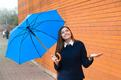 有伞的少妇 图库摄影