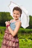 有伞的美丽的女孩 免版税库存图片