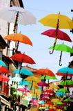 有伞的街道 库存照片