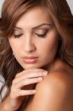 有伟大的皮肤的美丽的妇女 免版税库存图片