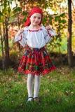 有传统服装的罗马尼亚女孩 免版税库存图片