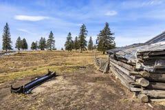 有传统老牧羊人村庄的风景高高山牧场地 免版税库存图片
