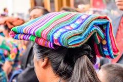 有传统顶盖的,危地马拉土产玛雅人妇女 库存图片