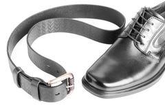 有传送带的男性黑色鞋子在白色 免版税库存图片