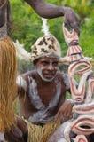 有传统绘画和着色的画象Asmat战士在面孔 库存图片