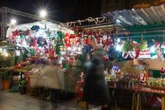 有传统圣诞节玩具和礼物的报亭 巴塞罗那 免版税库存图片