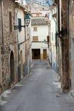 有传统房屋建设的街道, Pollenca镇,马略卡海岛 库存图片