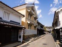 有传统日本商人房子的街道 免版税图库摄影