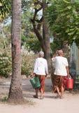 有传统礼服的高棉妇女在越南南方 免版税库存图片