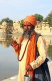 有传统被绘的面孔的圣洁Sadhu人在印度 图库摄影